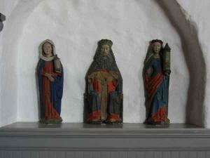 Altertavle fra 1400-tallet er tre figurer bevaret