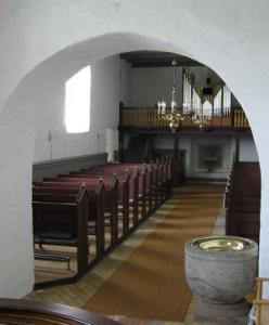 Inden i Hammer kirke