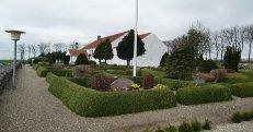 Hammer kirkegård ser mod vest