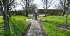 Fælles kors på kirkegården